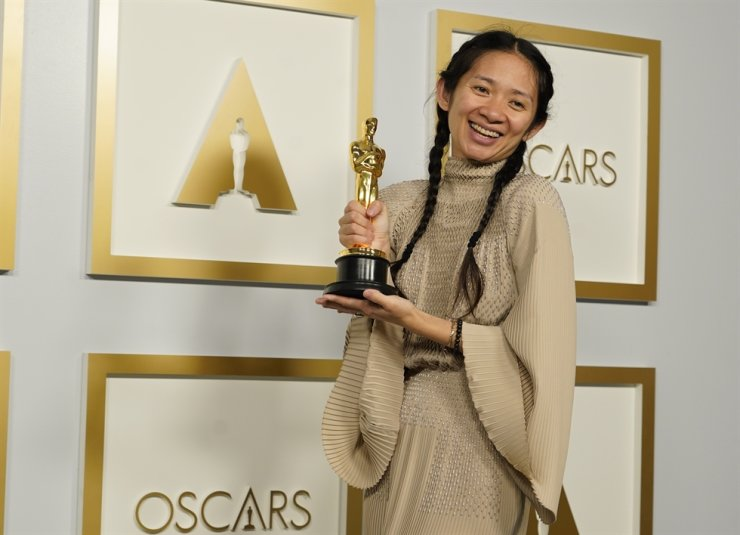 Chlow+Zhao+becomes+the+first+woman+of+Asian+descent+to+win+the+Best+Director+award%2C+as+well+as+the+second+woman+to+win+the+award+and+just+the+third+of+Asian+descent+to+win+the+award.+